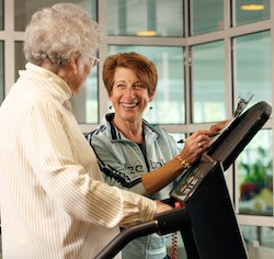 Susan Flashner-Fineman, M.Ed., fitness director and Vitalize 360 coach at Orchard Cove, a Hebrew SeniorLife community in Canton, MA, works with a resident.