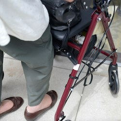 Addressing foot pain may help prevent falls, hospitalizations